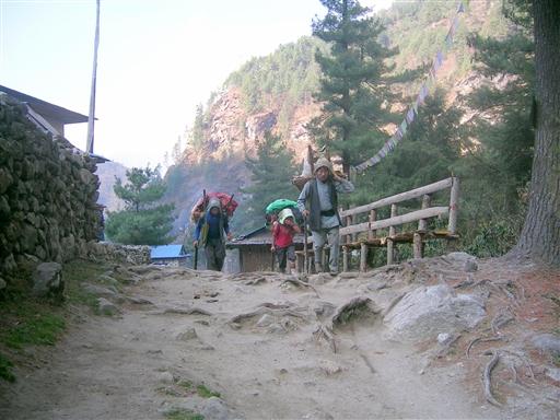 Lokale nepalesere i bjergene
