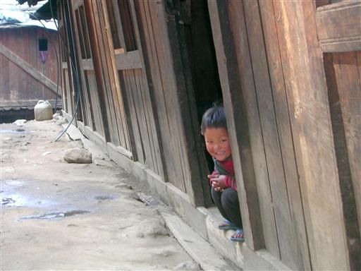 Vi får et smil med på vejen fra et nepalesisk barn