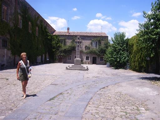Foto: Jytte og Gorm Leschly. Lord Nelsons familielandsted. Lisbeth tager herlighederne i øjesyn.