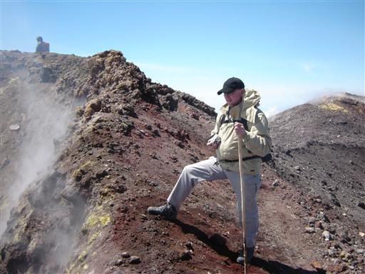 Er man så heldig at komme helt op på kraterkanten af Etna, mødes man af et syn, der ikke så let vil blive glemt. Naturens kræfter er af og til ufatteligt voldsomme - Etna skal opleves!