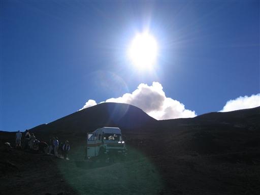 Når køretøjet standser højt oppe på Etna, og man stiger ud i den bidende vind, er det som en ren månelanding.