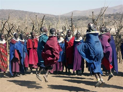 Masai-dans hvor kvinderne hopper