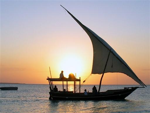 Solnedgangssejlads i Dhow langs Zanzibars kyst