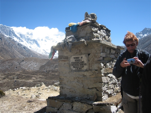 Mindesmærke for Michael Knakkegaard; der var første dansker på toppen af Mt. Everest