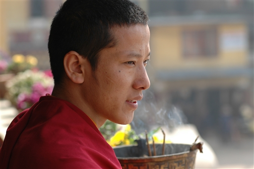 Buddistisk novice ved den store Boudhanath stupa