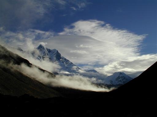 Sidst på eftermiddagen kommer skyerne ind over bjergene