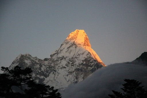 Solnedgang over Ama Dablam.