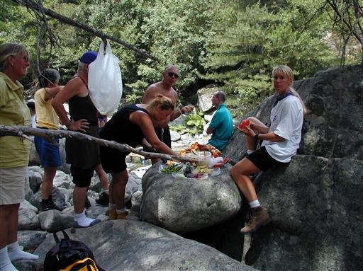 Frokost undervejs på dagens vandretur