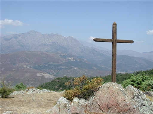 Religionens betydning er tydelig på Korsika - selv i makien finder man fx ofte kors