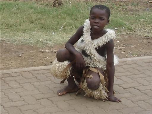 Lille zulu i søndagstøjet