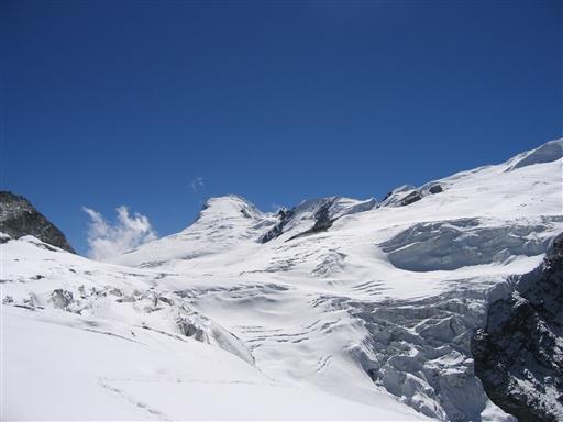 Vi skal over gletscheren på vej op mod toppen
