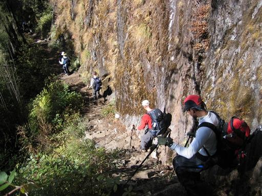 Turen tilbage ned gennem Hinku dalen går meget hurtigere end turen op