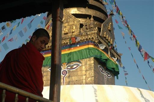 Buddistisk novice ved Swayambounath stupaen i Kathmandu
