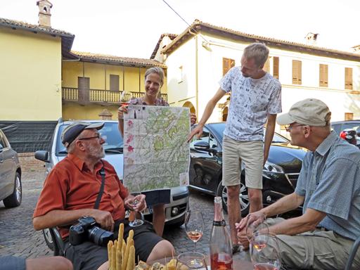 Turlederne informerer om vinene i Piemonte
