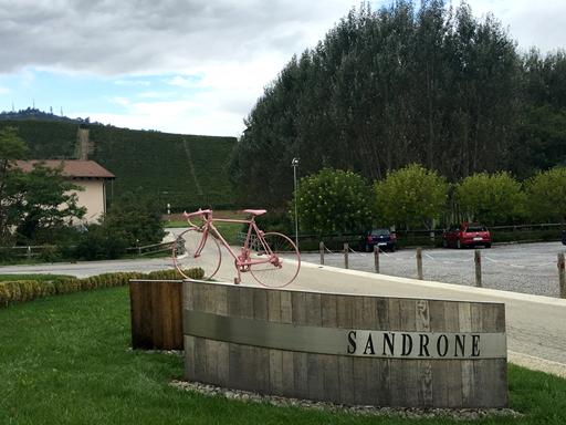 Indgang til Baroloproducenten Sandrone