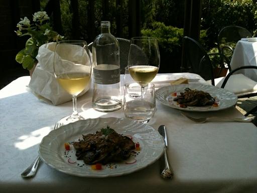 Vi nyder udsøgt mad og vine