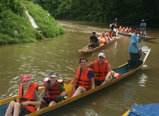 På kanotur - Borneo