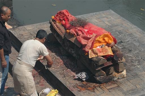 Klargøring til den sidste rejse - Nepal