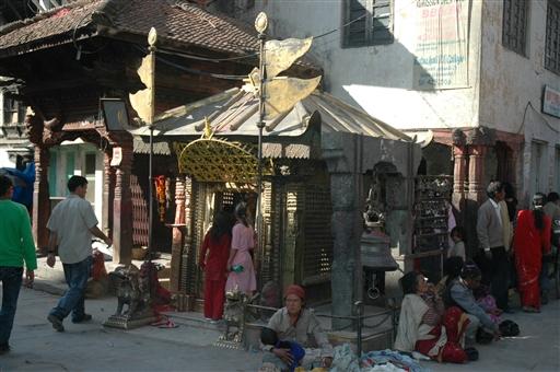 Lille hinduistisk tempel ved Durbar Square i kathmandu