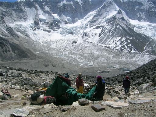 High camp ligger smukt, langt over dalen