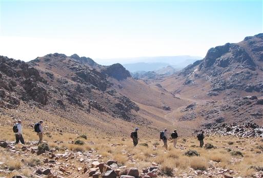 Vi vandrer mod Almou Noirg efter at have forceret passet Tizi 'n Noirg.