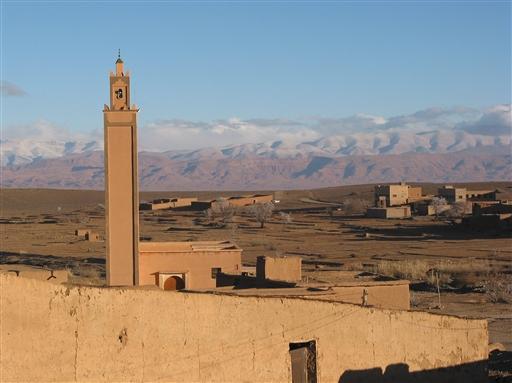 Moskeen i Tagdilt foran en malerisk kulisse.