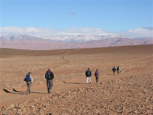 Vi vandrer mod Tagdilt og lægger Jebel Sahros fortryllende vidder bag os.