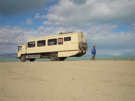 Mondongo, ekspeditionskøretøjet ved Lago Viedma's glecherfarvede vand