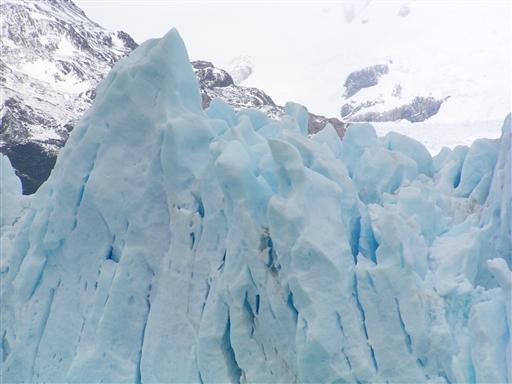Dyb blå farve på isen fra perito Moreno gletcheren