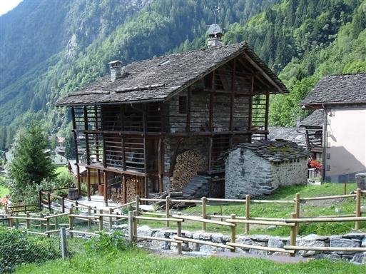 Walser hus i landsbyen Alagna