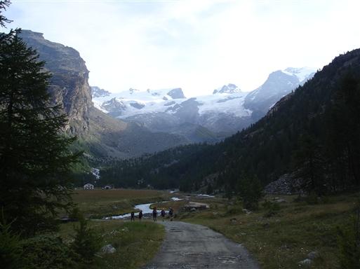 Tidlig morgen, på ved ned gennem dalen med Breithorn i baggrunden