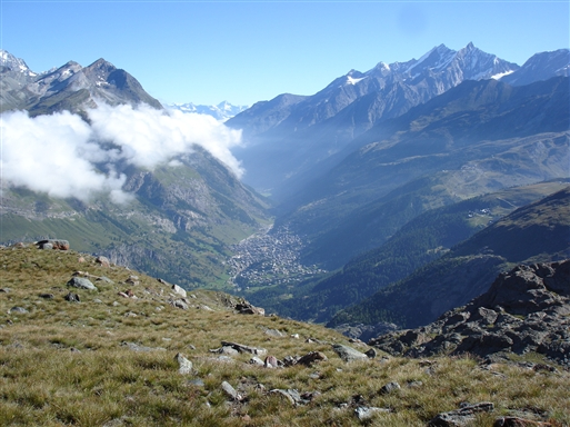 Zermatt nede i dalen, badet i morgenlys