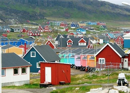 Farverige huse i Qeqertarsuaq
