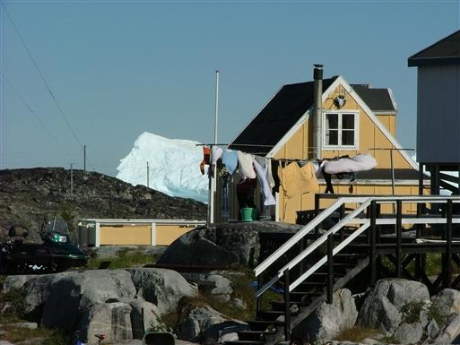 Isbjergene kommer ofte helt tæt på civilisationen