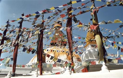 Boudhnath stupaen - bølgende hav af bedeflag