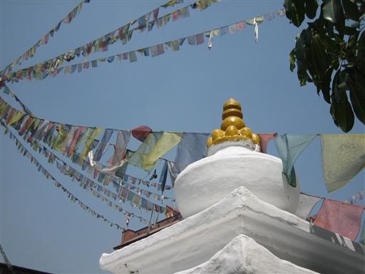 Boudhanath - Bedeflagenes bønner bæres af vinden