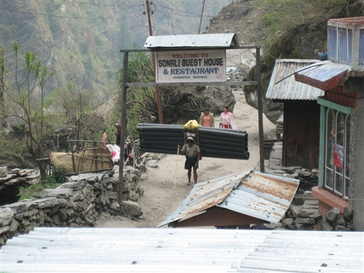 Overlæs er et stort set ubekendt begreb i Nepal
