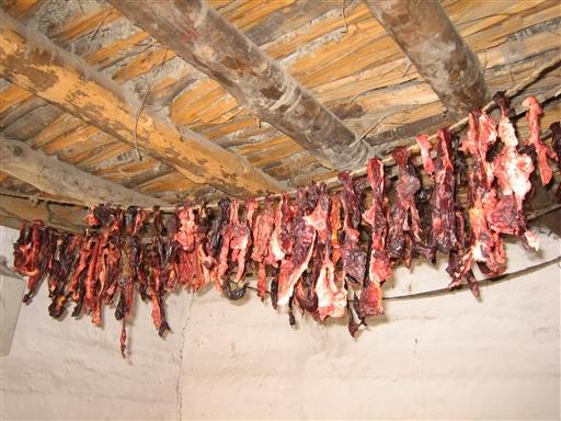 Kød tørres til senere brug