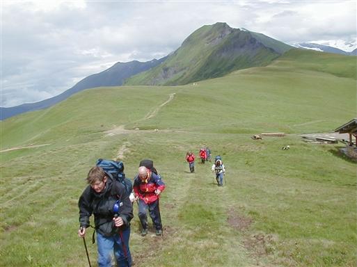 Det er nødvendigt med vind- og vandtæt overtøj i bjergene - vejret kan være omskifteligt.