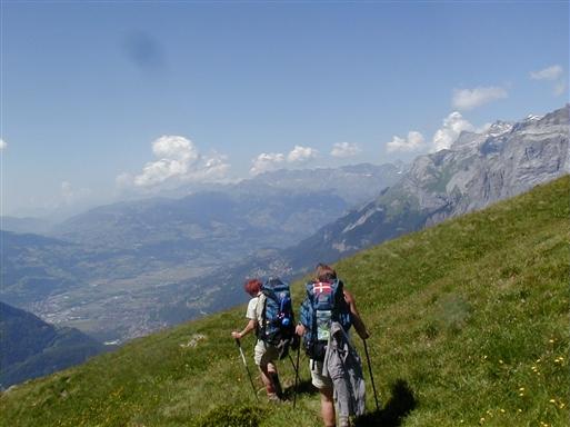 På vej ned i dalen til den hyggelige by Sallanches, hvor der er mulighed for at købe lidt ind.