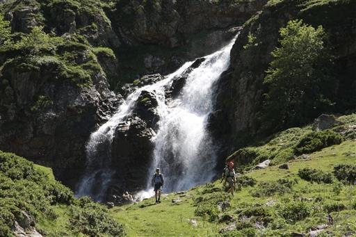 Smeltevandet fylder floderne til langt hen på sommeren.