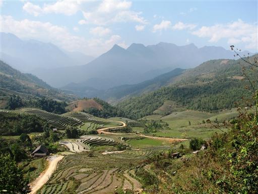 Den grønne Sapa Dal mellem eventyrlige bjerge