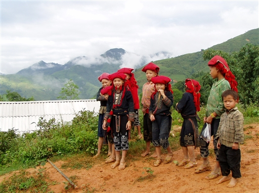 Børn fra minoritetsstammen Red Zao