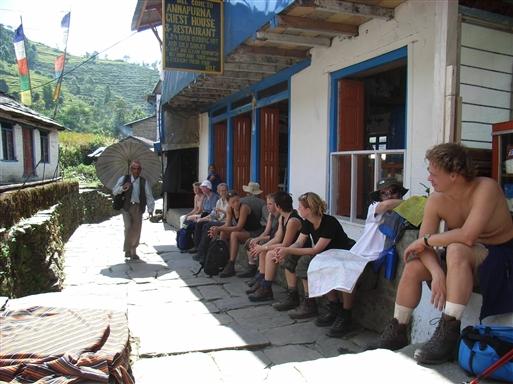 Pause i tehus på hovedvejen til Ghorepani
