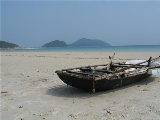Afslapning på Hoi Ans hvide strande om dagen