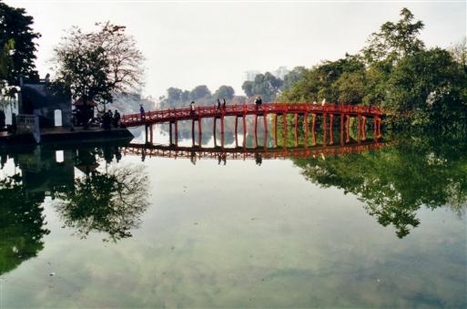 Hoan Kiem søen midt i den gamle bydel i Hanoi
