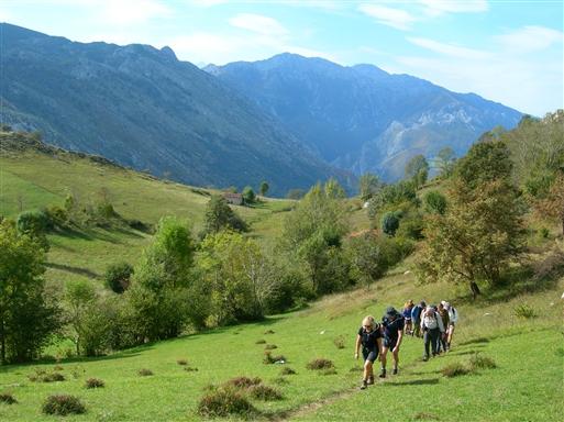 På vej mod toppen af Juan Robre - et 850 m højt udsigtspunkt øst for Arenas de Cabrales.