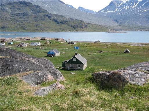 Igaliku med fjorden i baggrunden