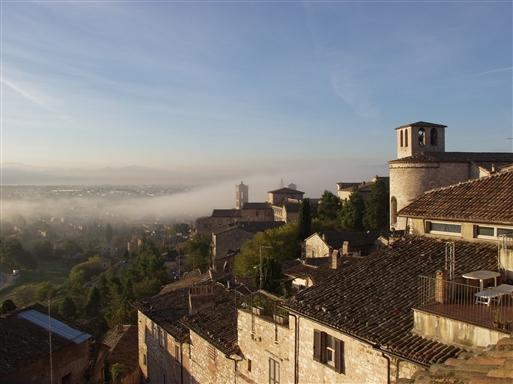 Spello, vores by i Umbrien, har hundreder små og store kapeller og kirker.