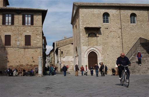 En søndag formiddag i den fantastiske Bevagna, en af de byer Frans af Assissi kom igennem.